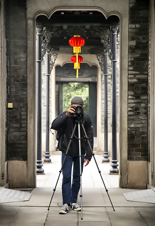 Jose Luis Vilchez taking photos in Guangzhou China